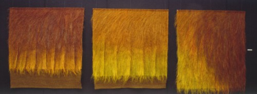 Fotograf: Zbigniew WojcikVærk  titel: Dagens skønhed Værk  type: Billedvævning Materiale: Sisal og kunstfibre Størrelse: 180 x 510 x 20 cm. Færdiggjort: 1994